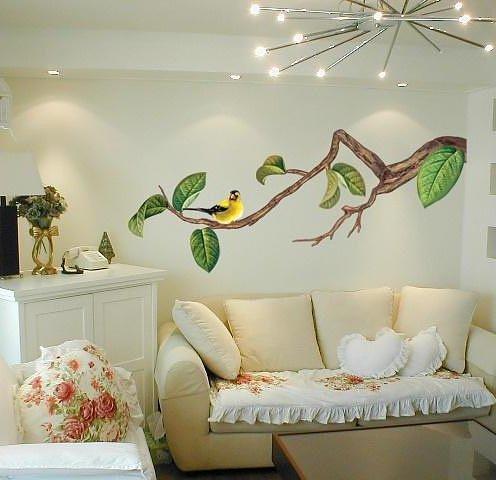 Освещение росписи на стене